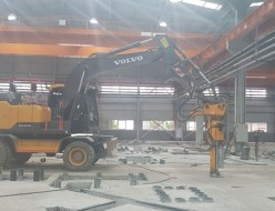 굴삭기 코아작업 공장바닥 06w